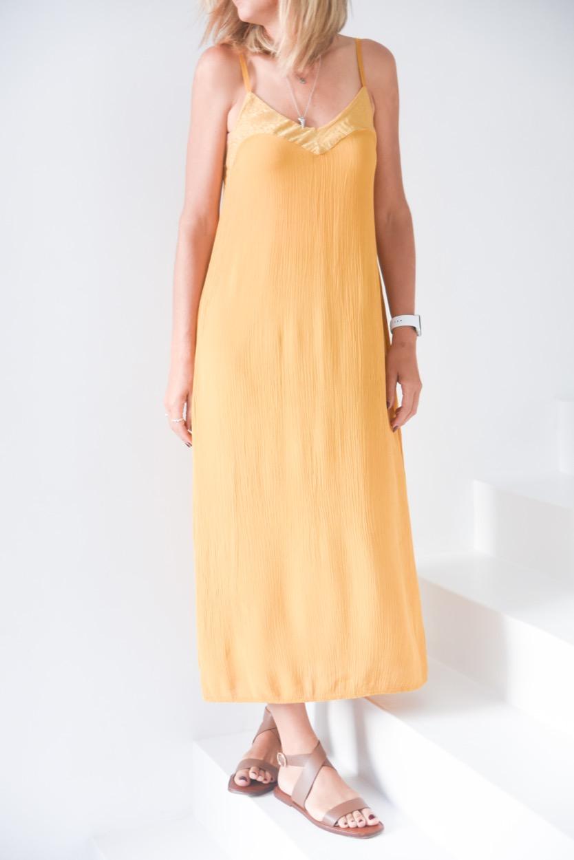 vestido mostarda alças