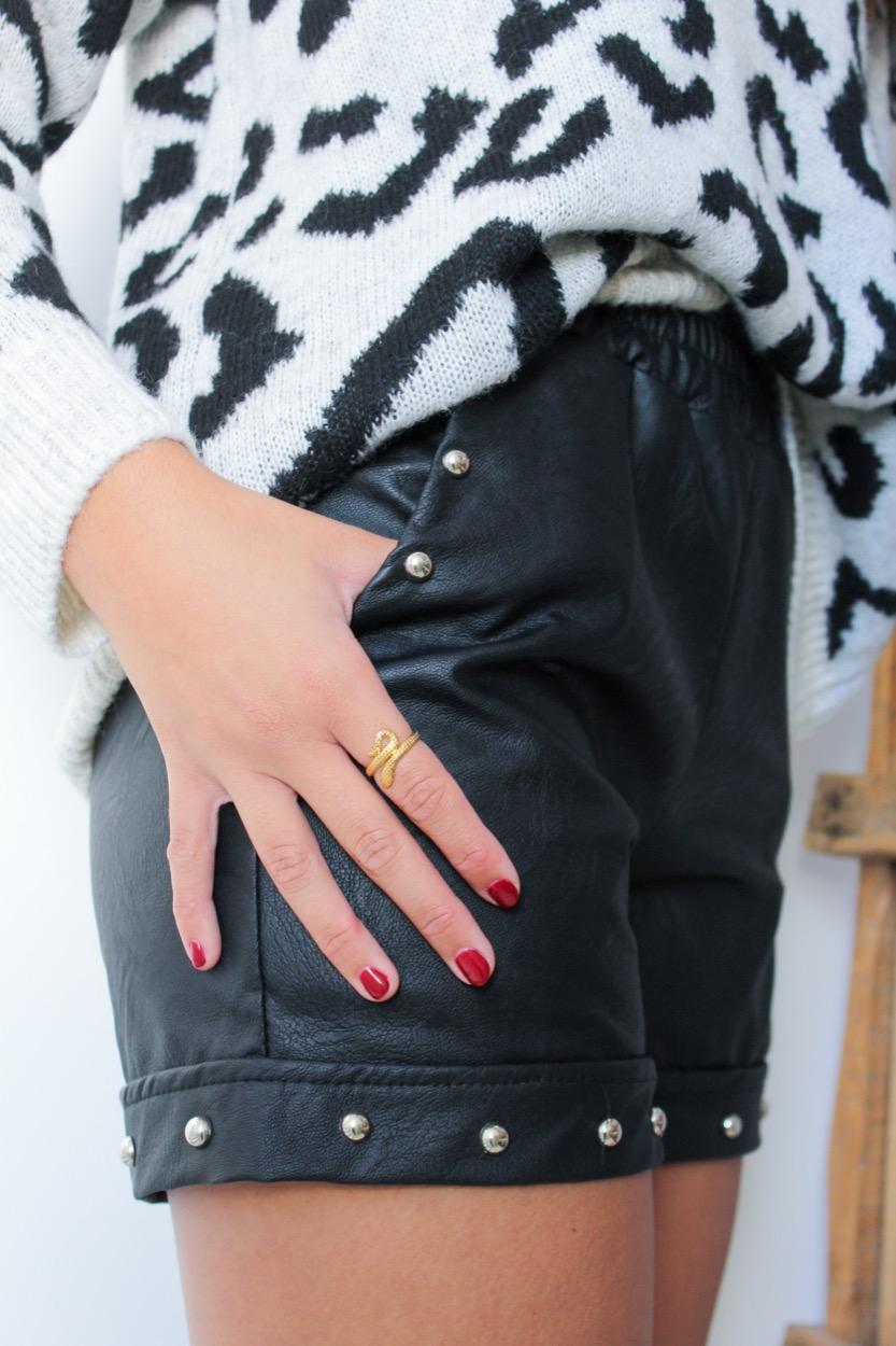 calções napa tachas preto