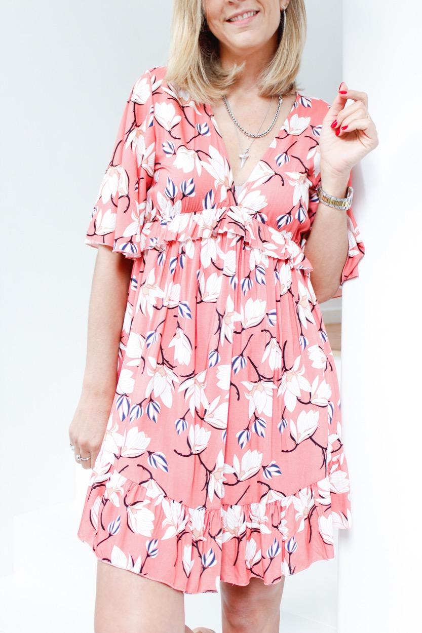 vestido coral curto flores