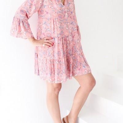 vestido curto rosa flores