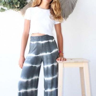 calças tie dye curtas cinza