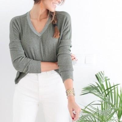camisola brilhos decote verde seco