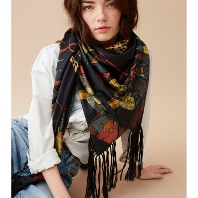 SCARF POMPON BLACK - WILD PARIS