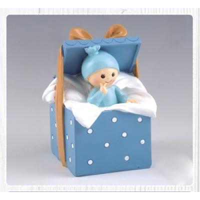 Bebé em caixinha azul