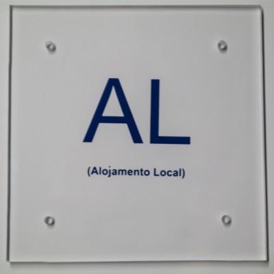 Kit Placa AL (10x10cm) - com parafusos + buchas + distanciadores em acrílico