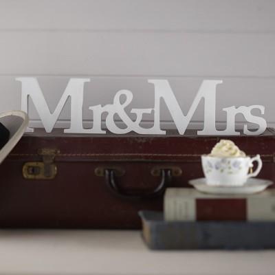 Letras Mr&Mrs em madeira