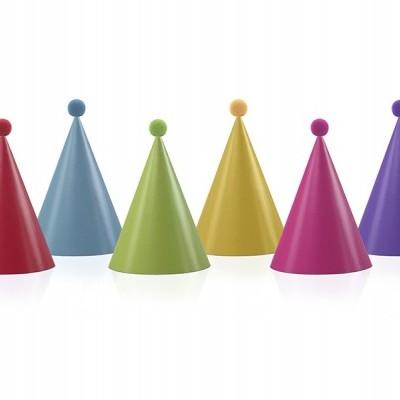 6 chapéus com pompons