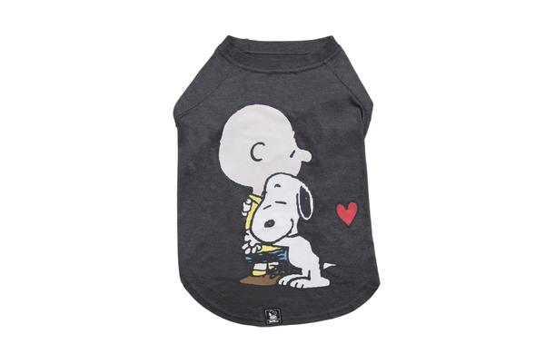 T-shirt Charlie Brown Hug Grafite Oficial Snoopy