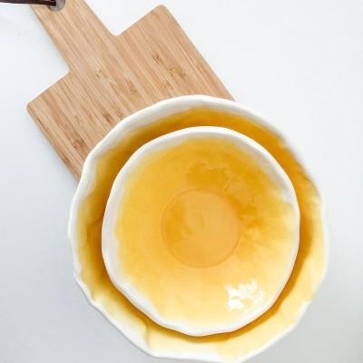 Saladeira Ondulada Branca e Amarela