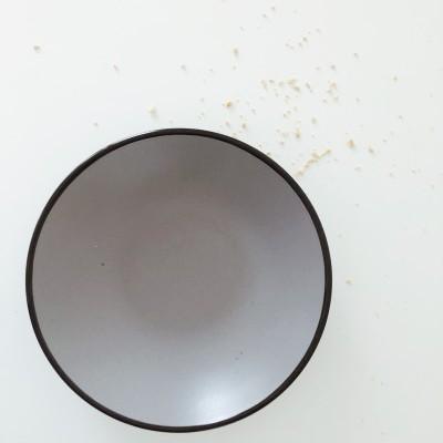Prato de Sopa Cinzento com Rebordo Preto