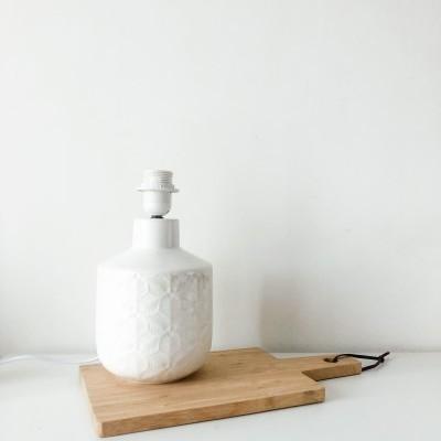 Candeeiro Branco Padrão Floral