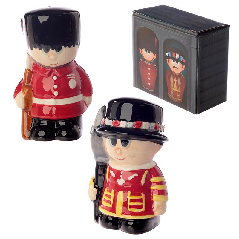 Conjunto de Saleiro e Pimenteiro de cerâmica Guarda Real Inglesa