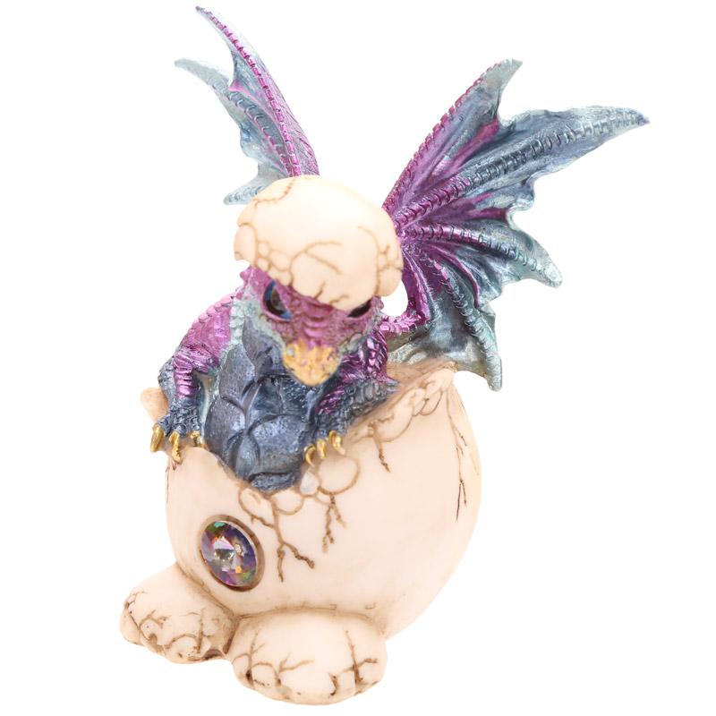 Dragão Bebé a sair do ovo