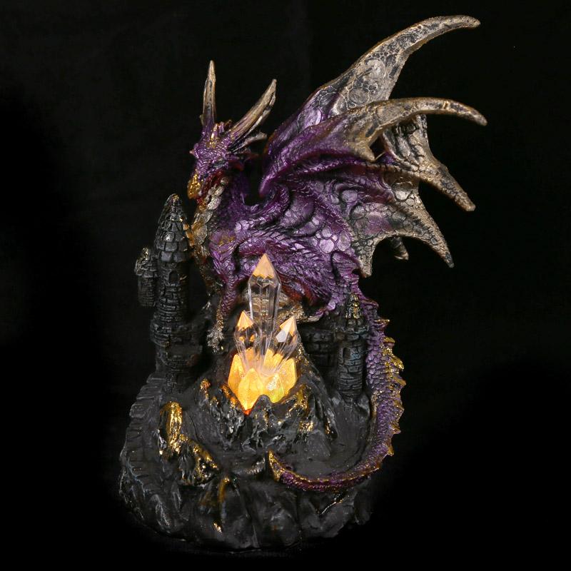 Dragão lenda escura sobre castelo de cristal com LED