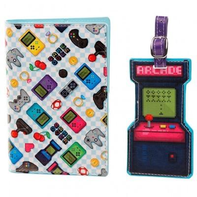 Conjunto porta passaporte e etiqueta de bagagem Game Over