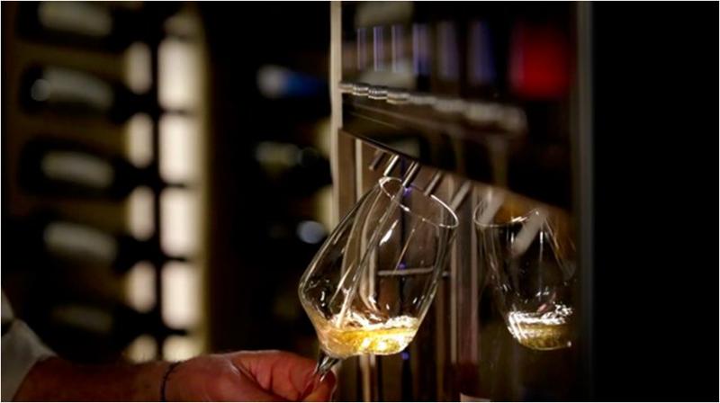 Os benefícios de um dispensador de vinho Wineemotion