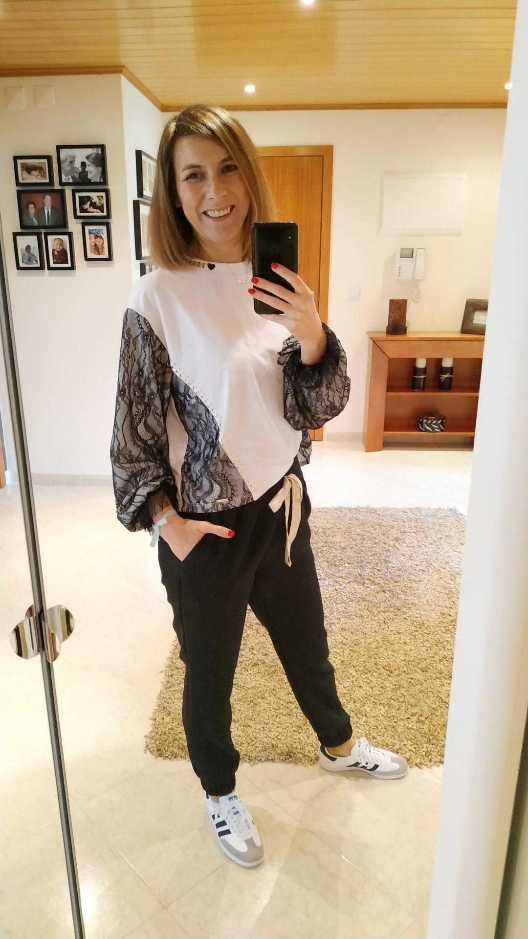 Foursoul Lace Sweatshirt