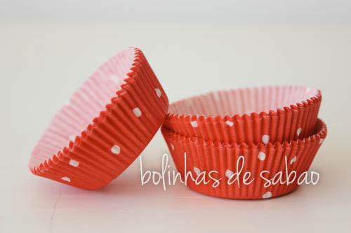 Cupcakes Bolas - Fundo Vermelho Pintas Brancas - 20 unidades