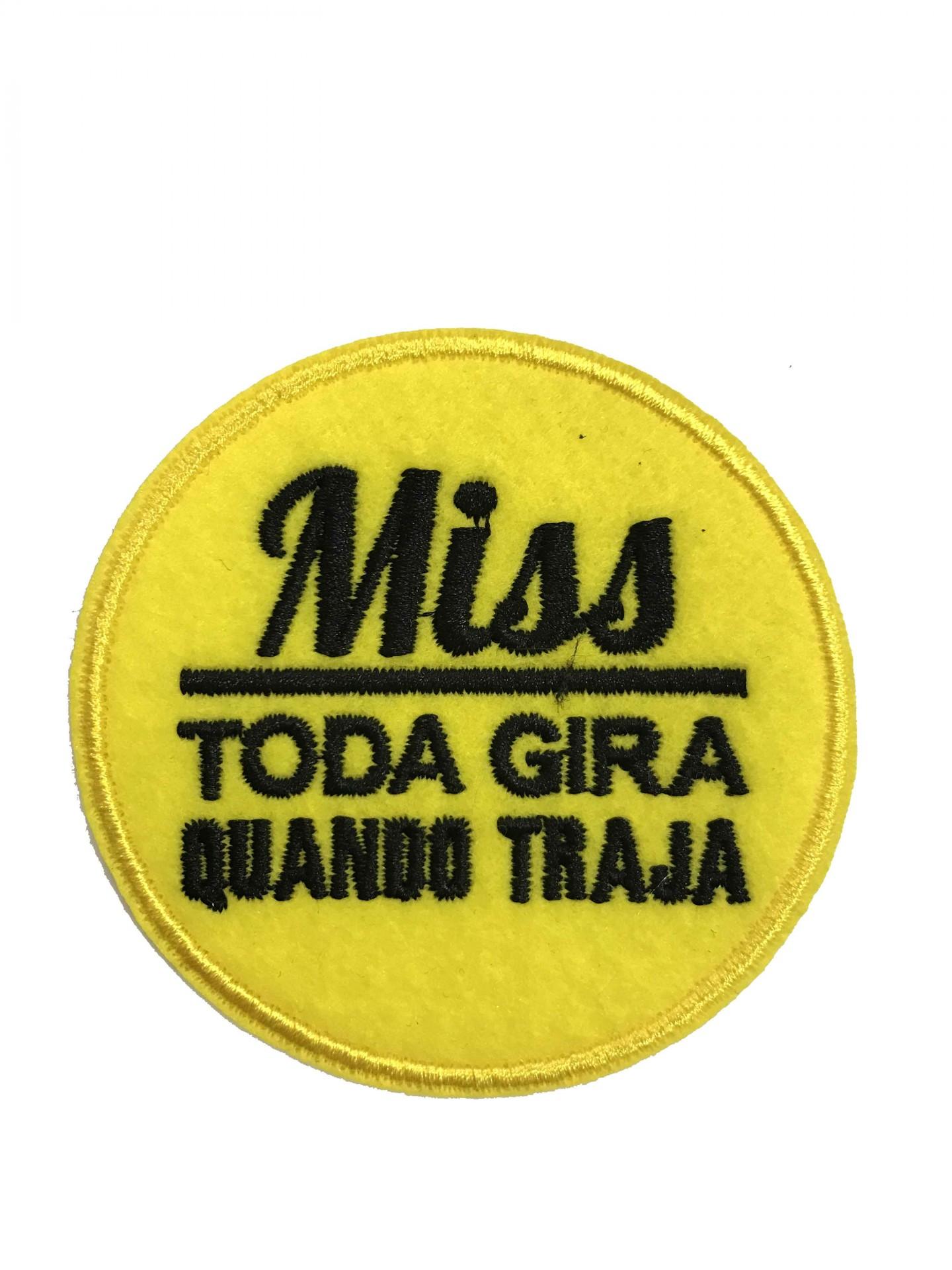 Emblema Miss toda gira quando traja