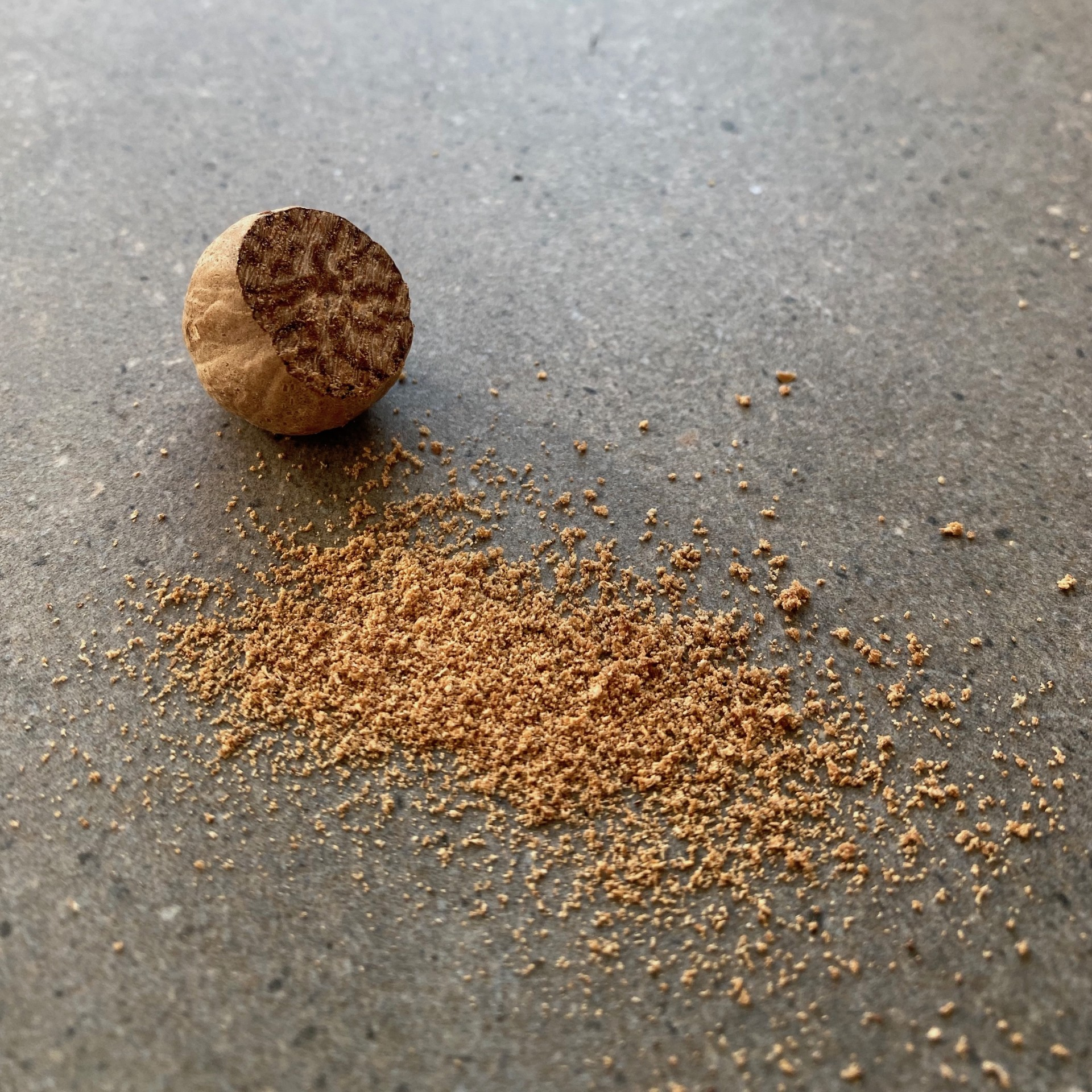 023 NUTMEG - DRIED ORGANIC NUTS