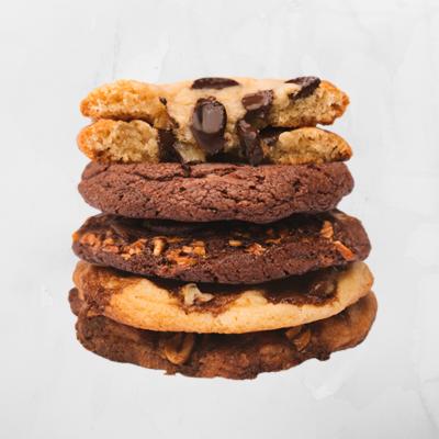 5 cookies gigantes com base de manteiga e de chocolate