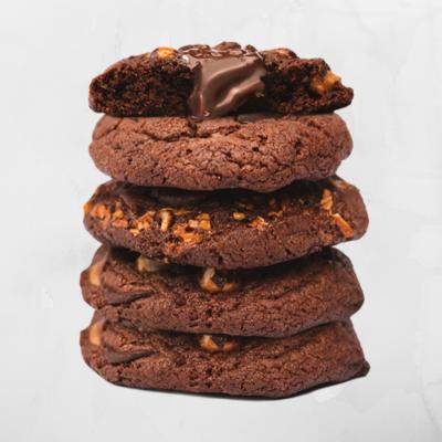 5 cookies gigantes com base de chocolate