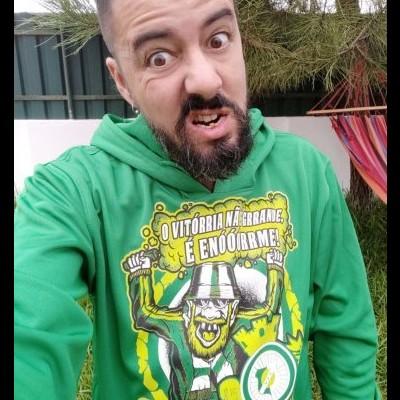 O Vitórria é Enóóórrme! - Sweatshirt Técnica c/Capuz