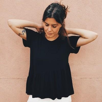 T-shirt Deméter Assimétrica preta