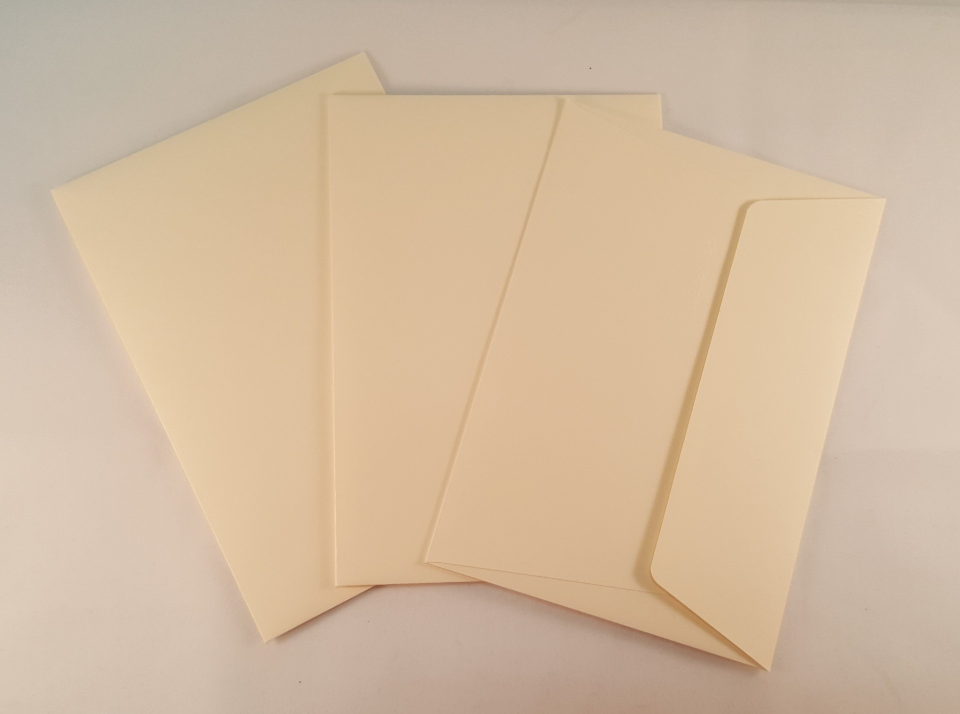 Envelopes C6 coloridos cor beje