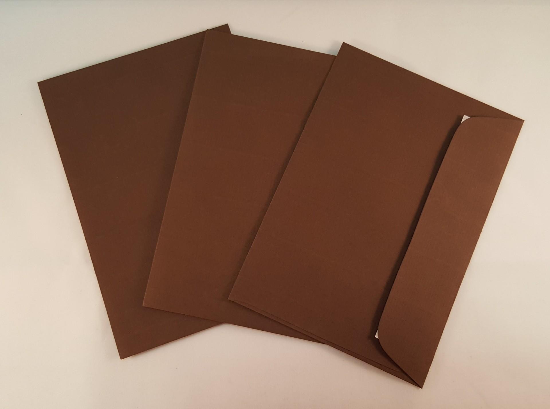 Envelopes C6 coloridos cor castanho escuro