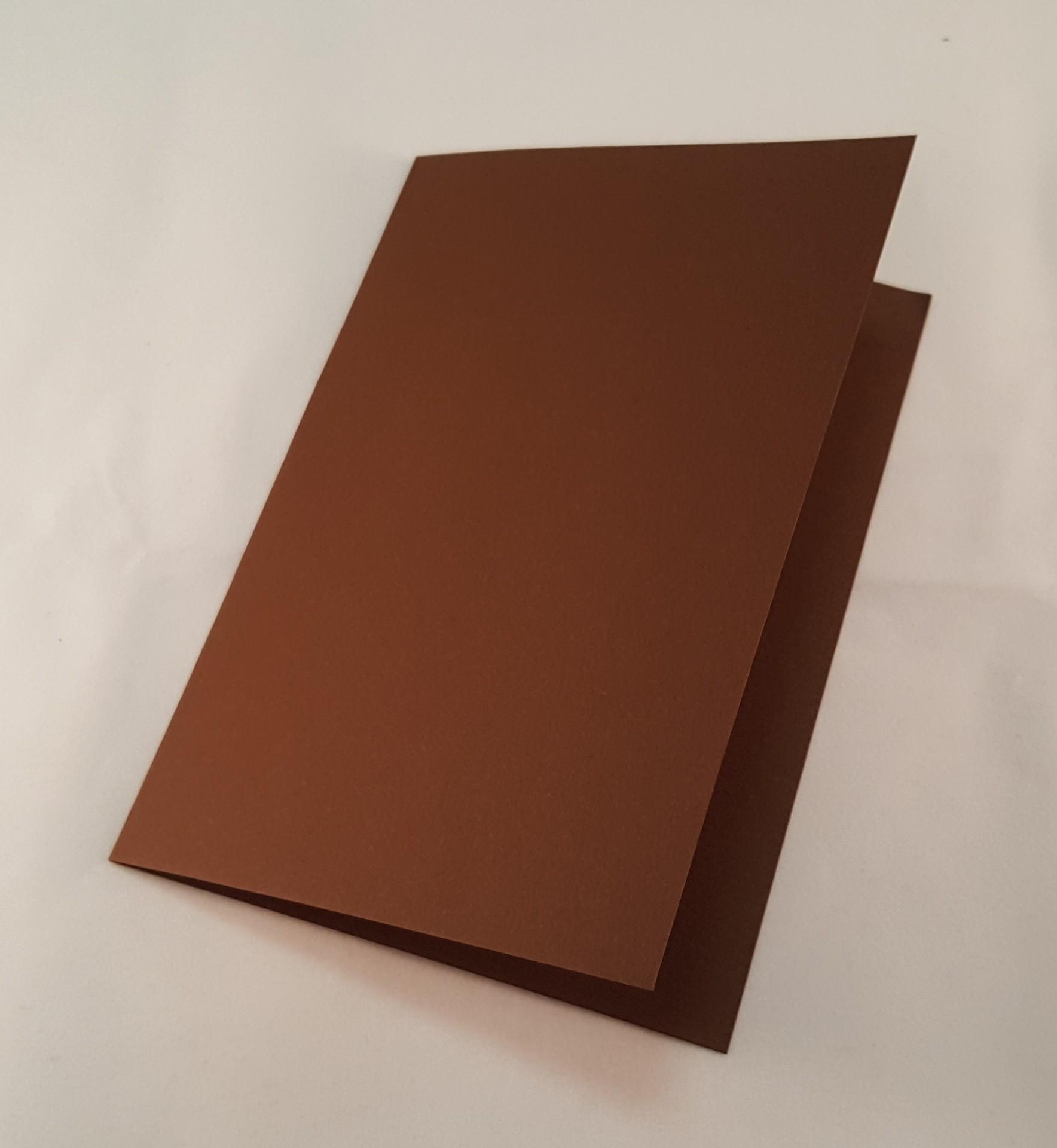 Cartão C6 colorido cor castanho escuro