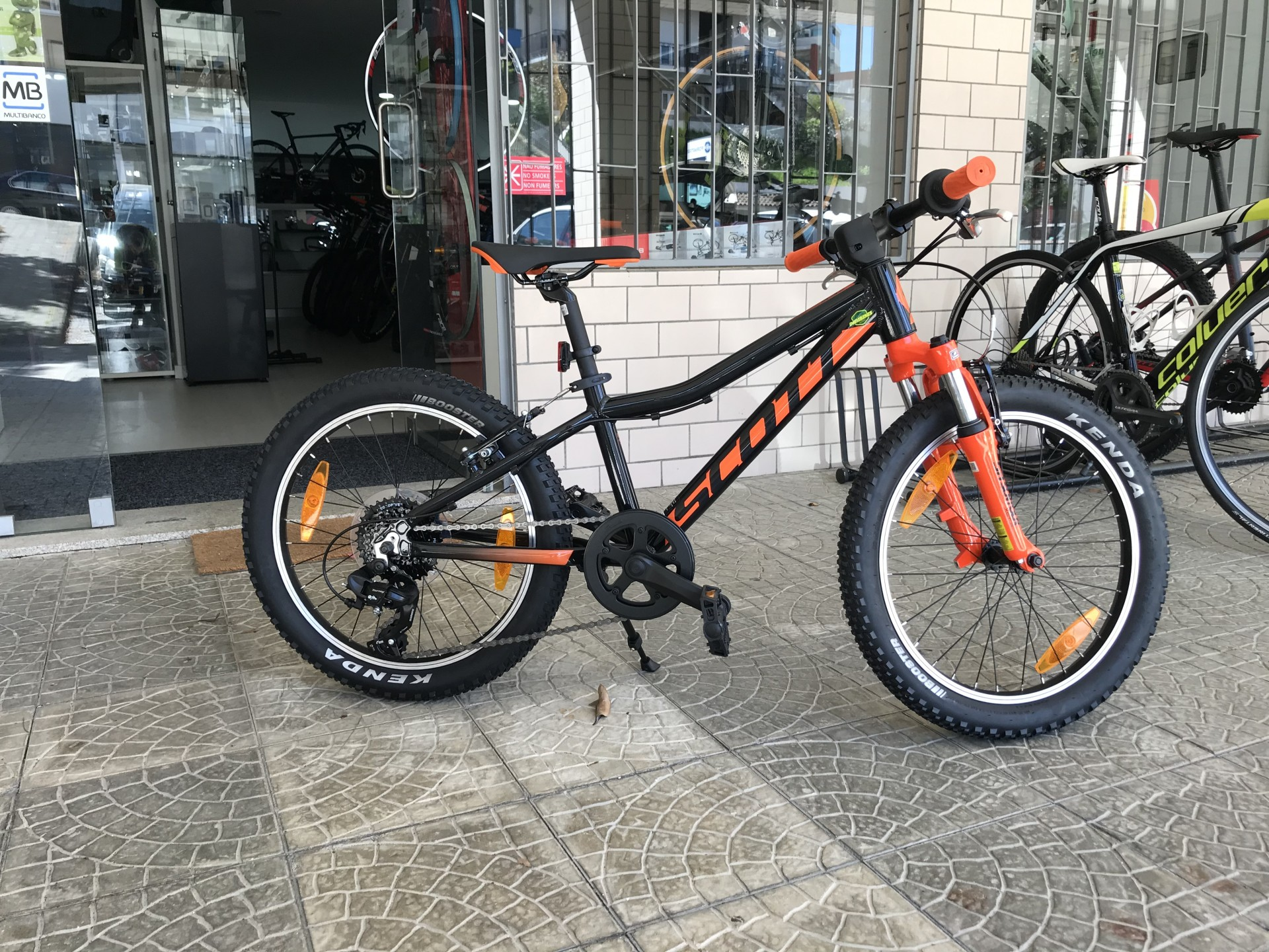 BICICLETA SCOTT SCALE 20 BLACK/ORANGE Criança
