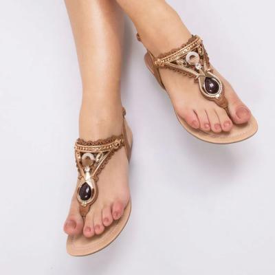 Sandália rasa com pedras