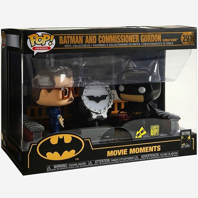 Funko POP! Movie Moment Batman and Commissioner Gordon with Bat Signal (Lights Up) #291