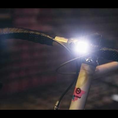 Luz Led dianteira Knog Blinder 1