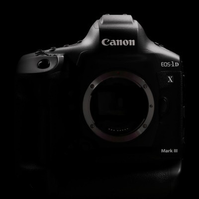 Canon EOS 1D X Mark III DSLR Body + CF64 + Reader