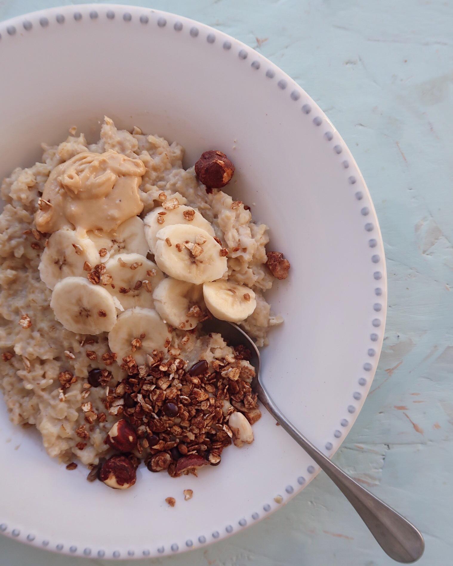 Papas de Aveia com Manteiga de Amendoim e Granola de Frutos Secos & Cacau Going Nuts
