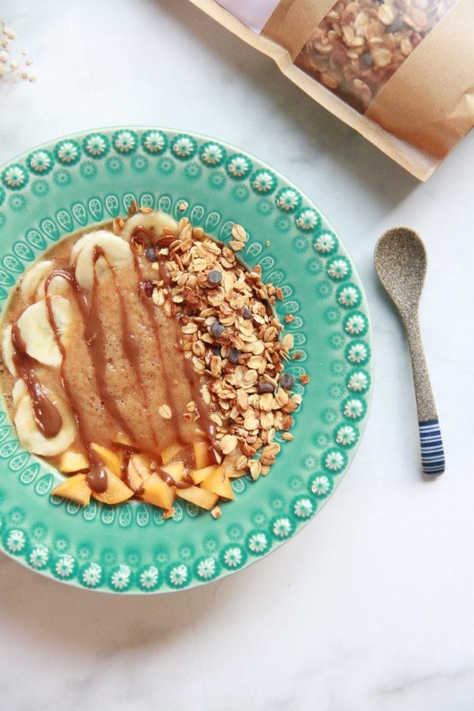 Creme de banana e pêssego com Granola de Frutos Secos & Pepitas