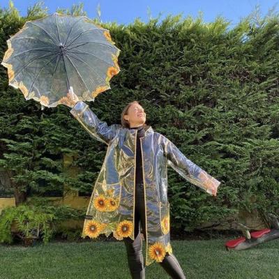 carla andrino com conjunto de chuva Graça Esteves