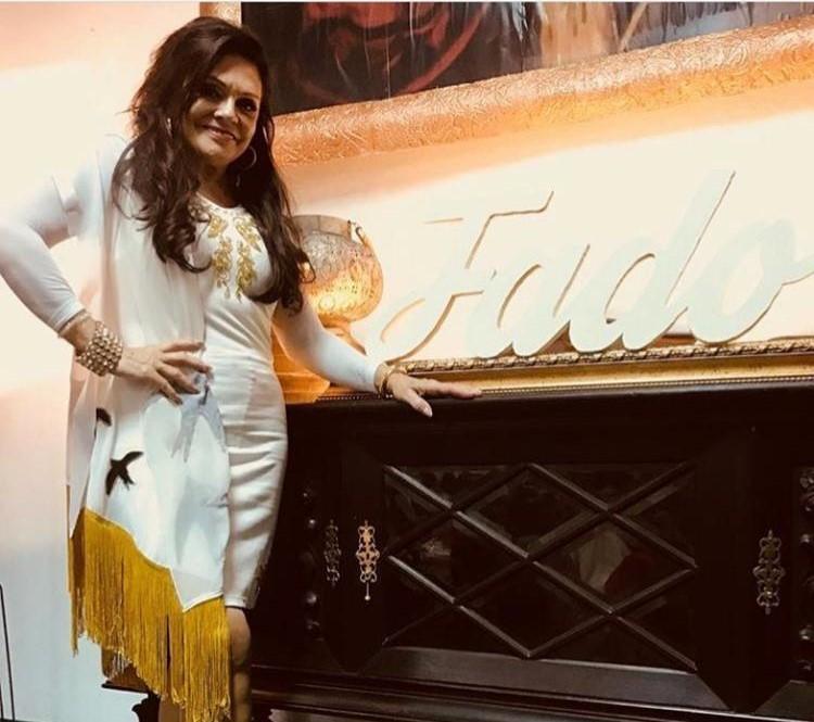 Rita Ribeiro com lenço Graça Esteves