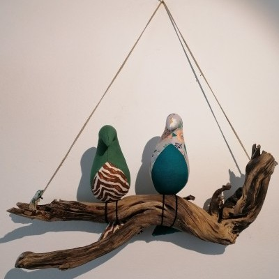 Galho com 2 pássaros