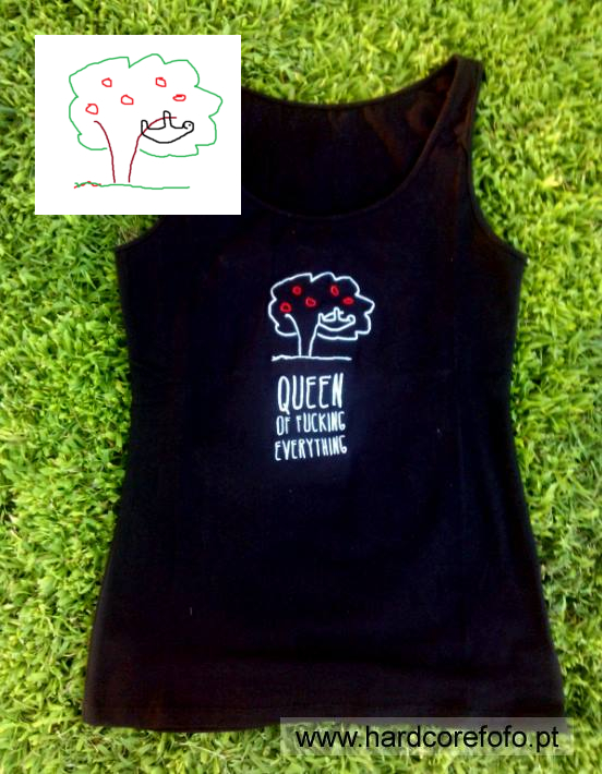 2013 - T shirt bordadada com desenho de criança
