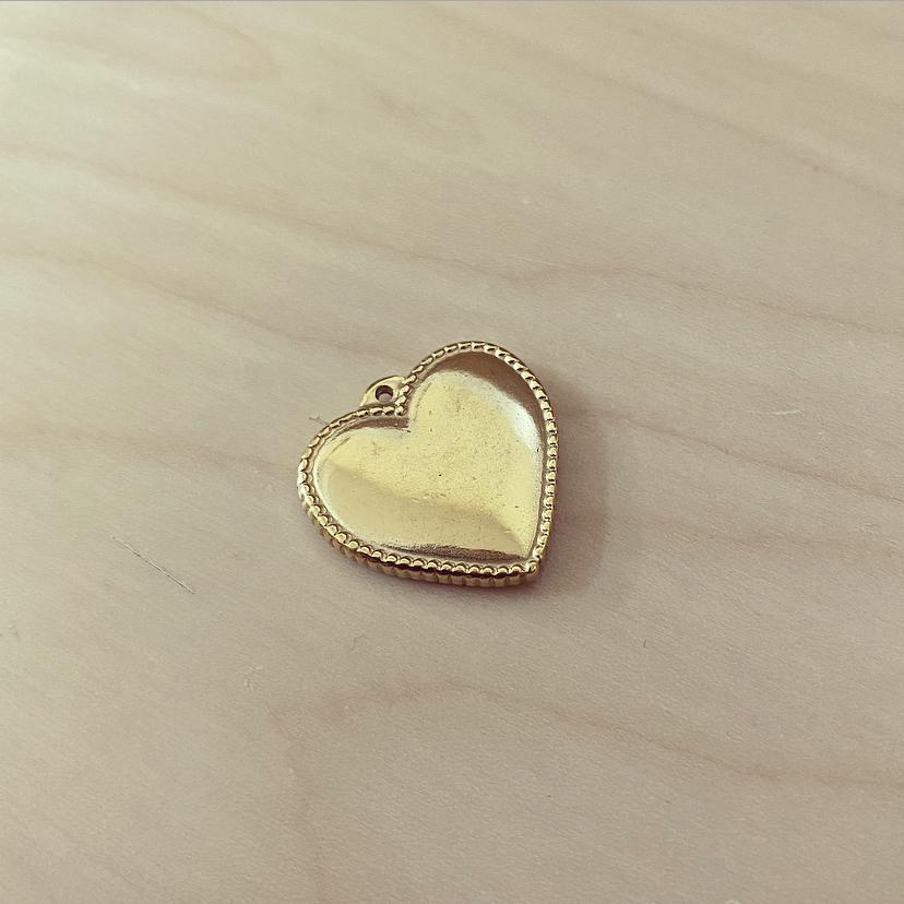 Coração Largo Dourado Contorno