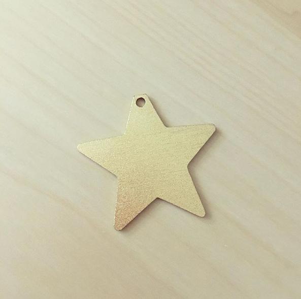 Pendente Estrela Dourada Mate