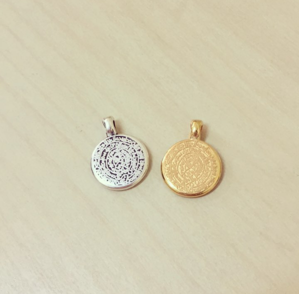Medalha Pequena Caracteres / Inscrições Antigas