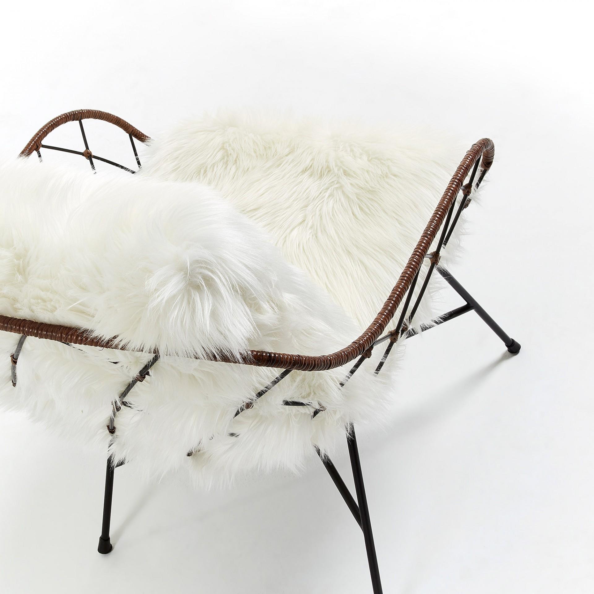 Cadeira Vison, c/pele sintética, metal/rattan