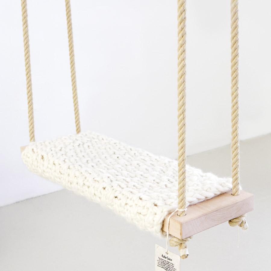 Baloiço em madeira abachi, capa lã natural