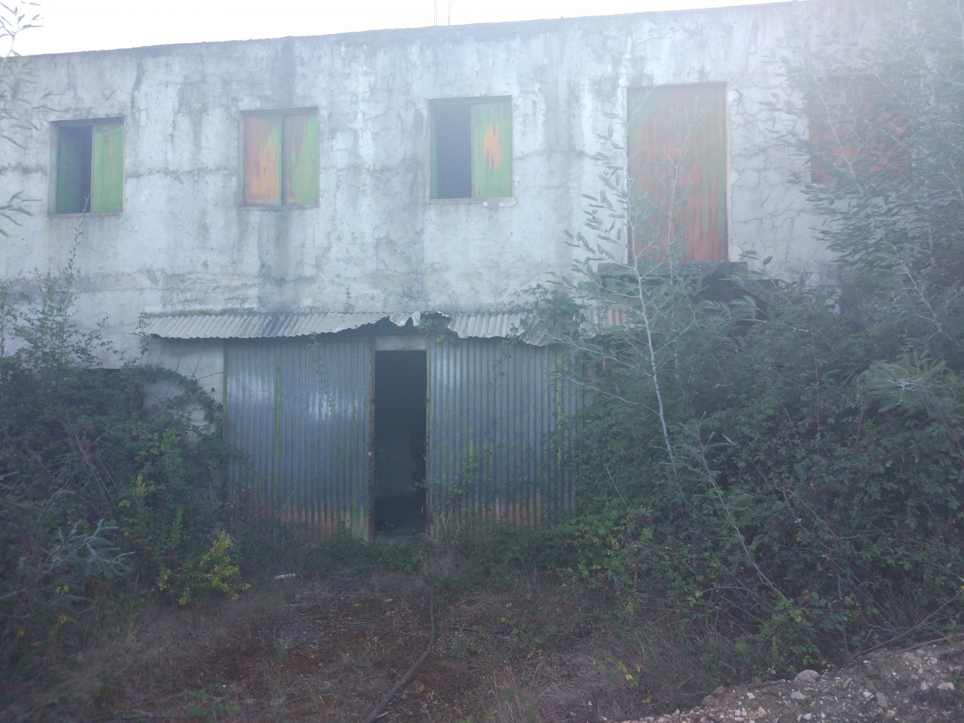 Imóvel do Banco - Dois Armazéns com 1620 m2 em Semide
