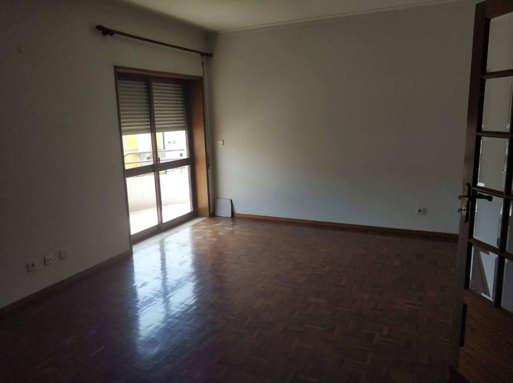 Apartamento T3 c/ Terraço de 30m2 no centro de Cantanhede