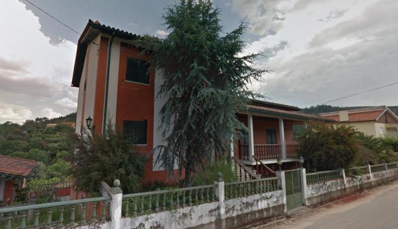 Moradia T5 + Anexo T2 + Anexo de convívio em Sarnadela